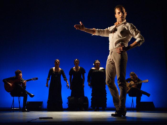 El bailaor Marcos Flores actuó en el teatro Bretón de Logroño y contó con el apoyo en comunicación de Communicadia