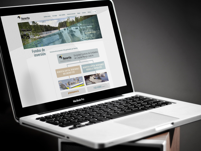 Con un simple clic sobre una pestaña ubicada en la parte superior, la web muestra sus contenidos en español o en inglés